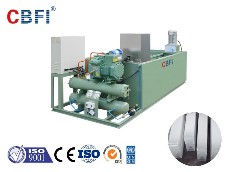 Coil evaporator and shell and tube evaporator of ice making machine