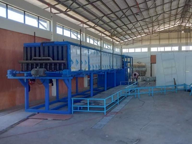 菲律宾15吨自动188金宝搏吧积冰机和150立方米冰库